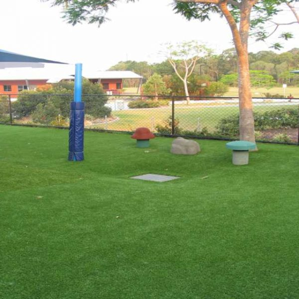 LeisureTurf 20 has Mid pile height, thick soft feel.